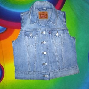 Small womens Levi's red tab cropped denim vest